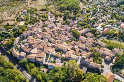 Vue aérienne du village de Gajan